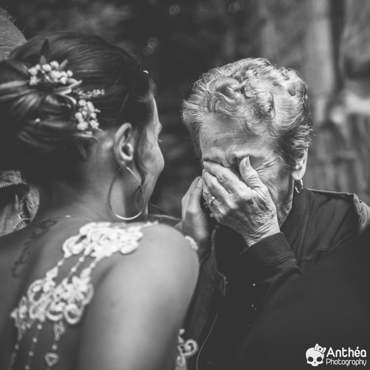 Mamie découvre sa petite fille mariée