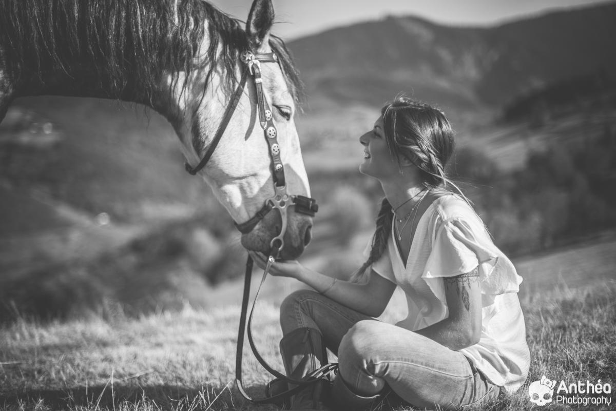 séance chevaux jeune femme