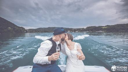 Mariage au Lac de Paladru : bateau, champagne et mafia pour Camille & Jeff !
