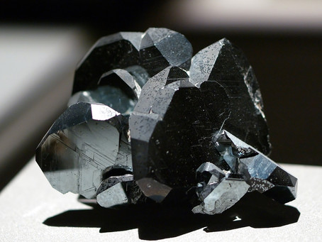 Hematite: a stone for female warriors.  Properties and signs of the zodiac it favours.