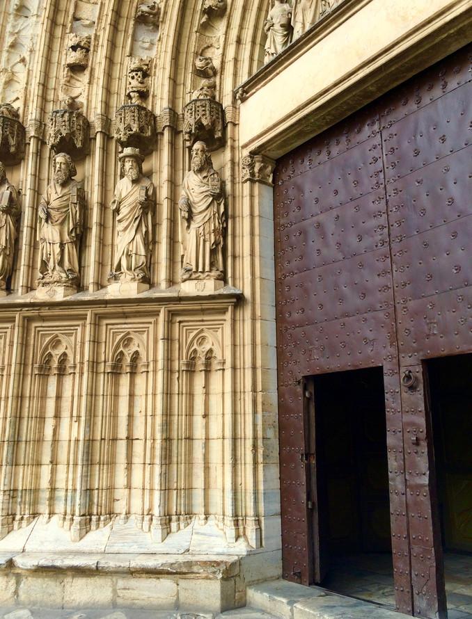 Basilique Santa Maria, parvis.