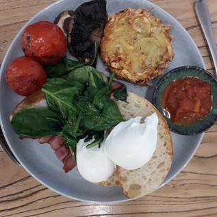 Breakfast avec des produits du jour.