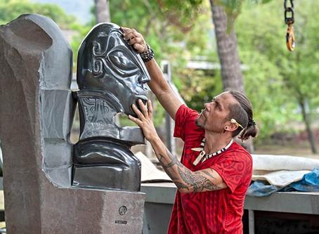 Te Po e te Ao, la sculpture double...