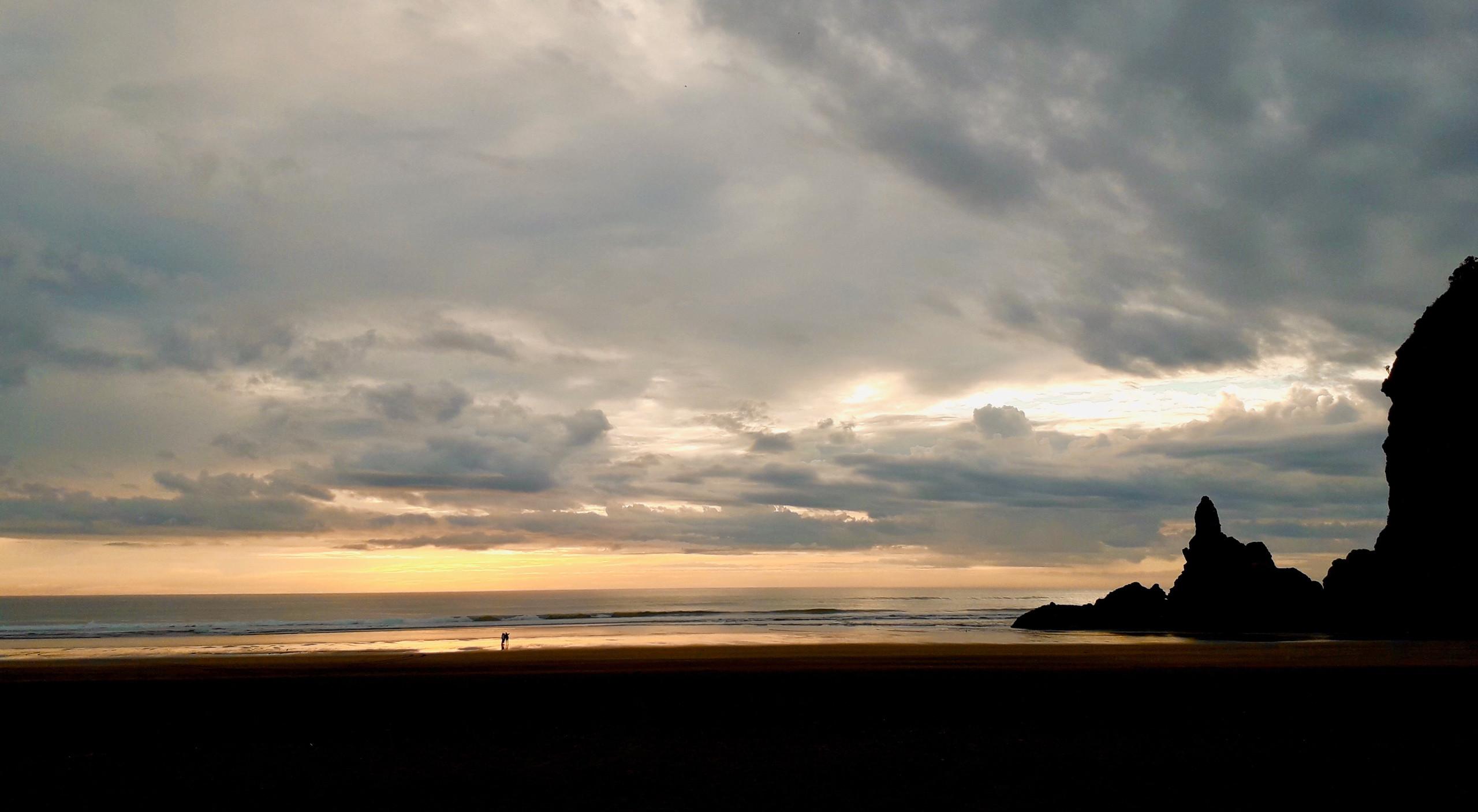 Rainy Sunset on Piha Beach ©Taina CALISSI