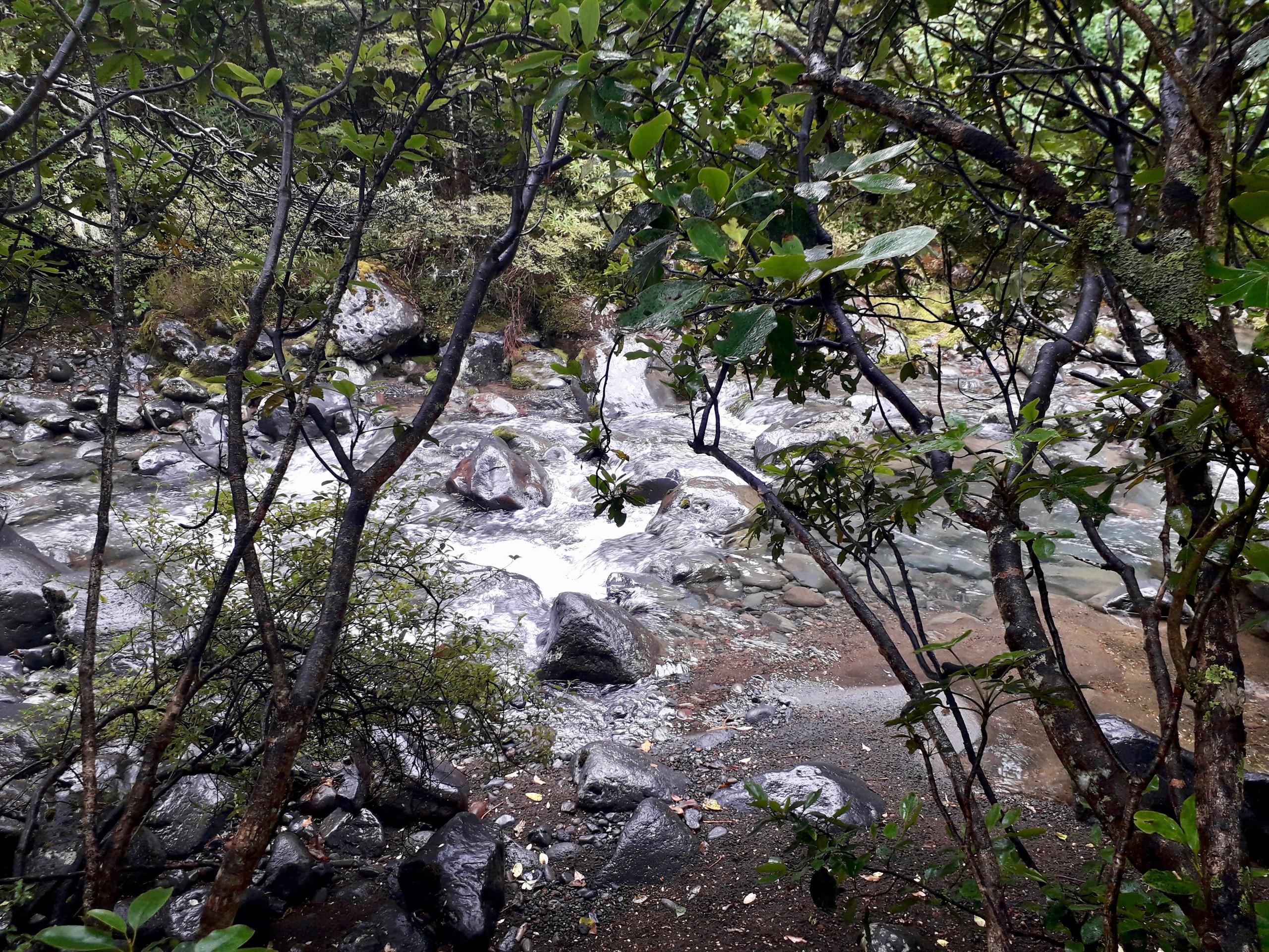 To the Tanaraki Falls ©Taina CALISSI