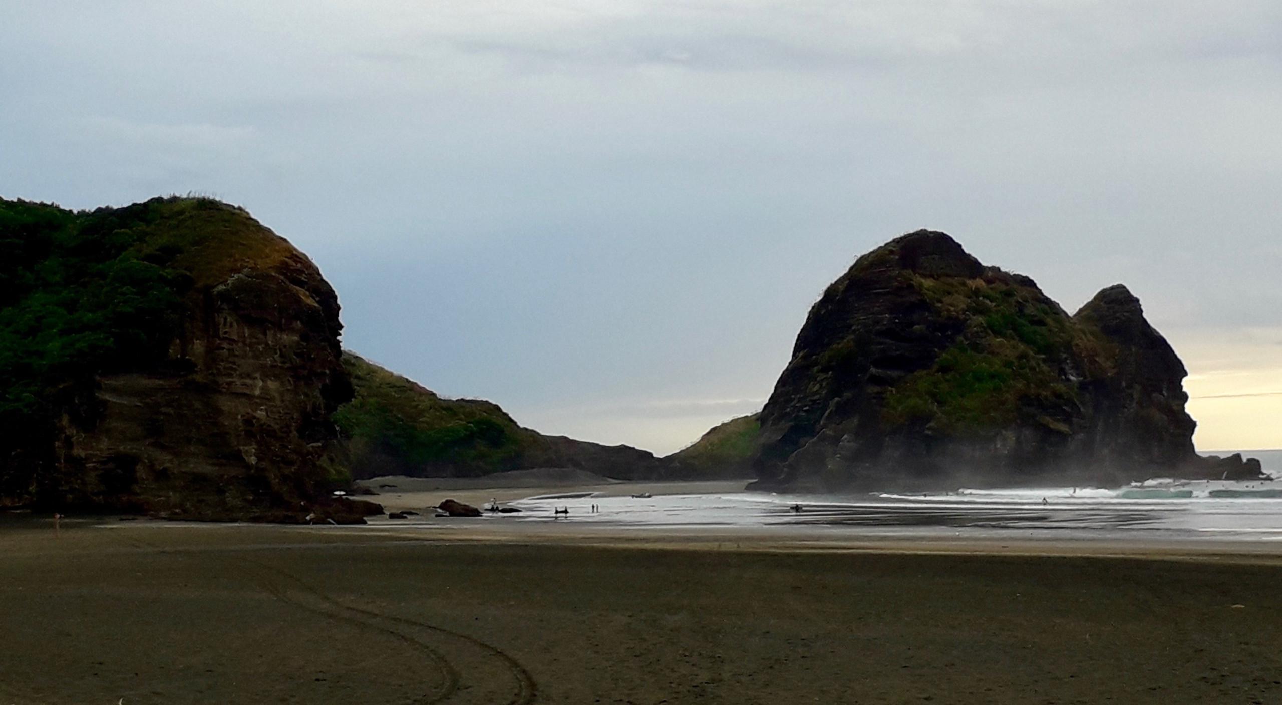 Piha Beach Rocks... ©Taina CALISSI