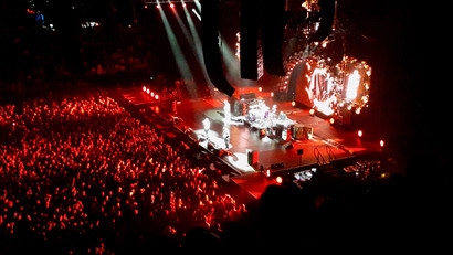 RHCP concert, Spark Arena, stage on fire. ©Taina CALISSI