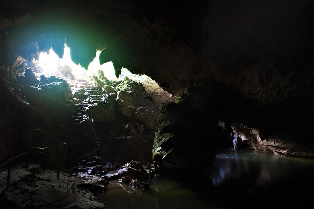 ブルーホールナショナルパーク ベリーズ 洞窟