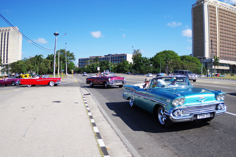 キューバ 革命記念広場 アメ車