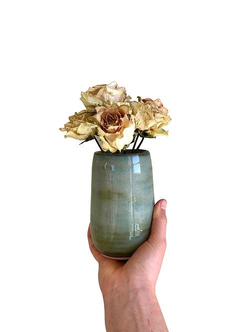Lysegrønn vase for tørkede blomster