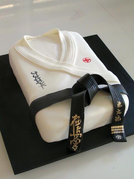 Karate Party Cake in leeds.jpg