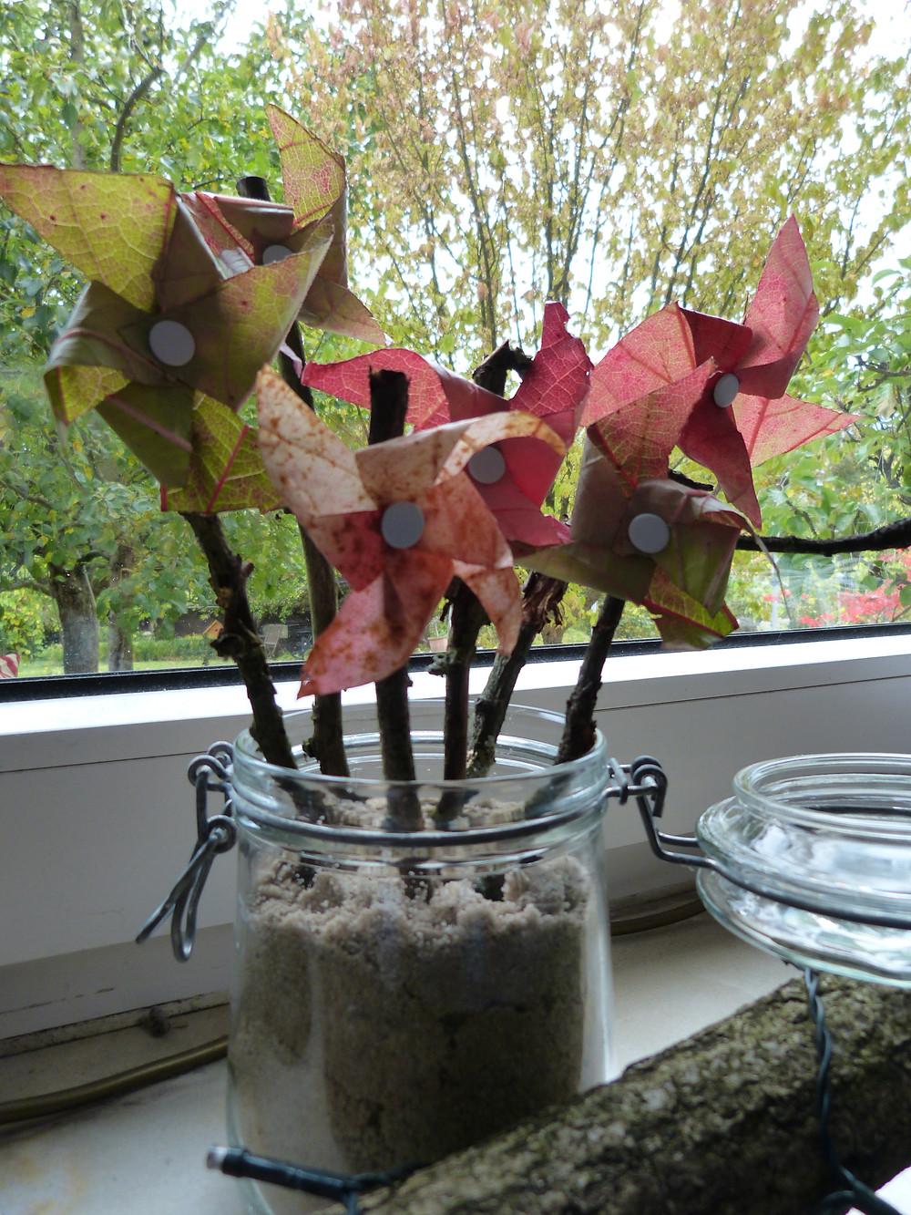 mit buntem Laub / Blättern bateln
