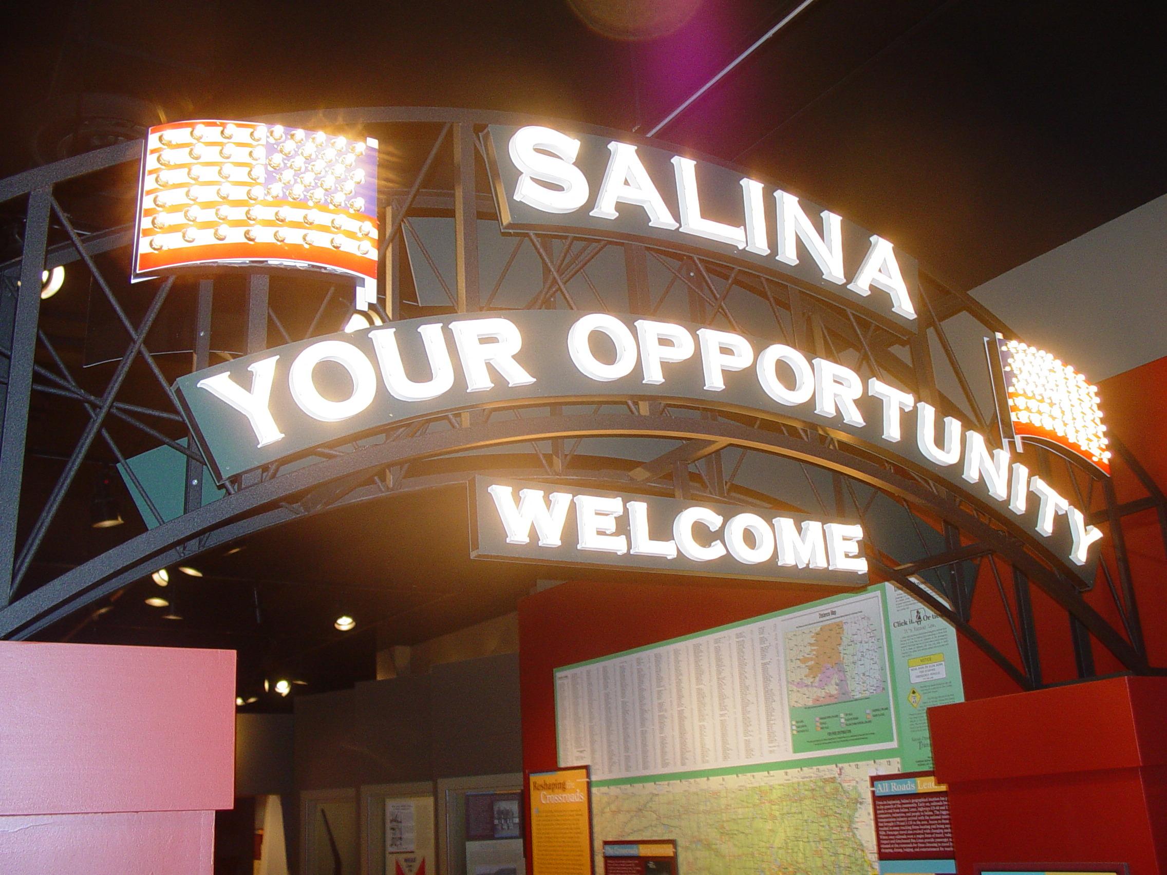 Salina sign & tree 004
