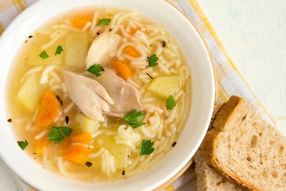 sopa-de-pollo-con-fideos-1024x683.jpg