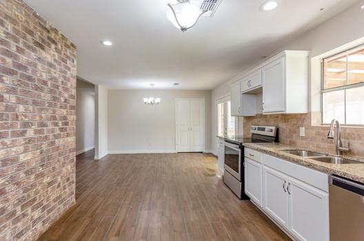 Kitchen and Breakfast Room(2).jpg