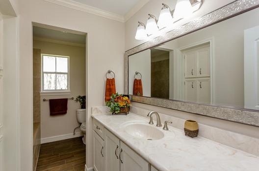 Hall Bath(1).jpg