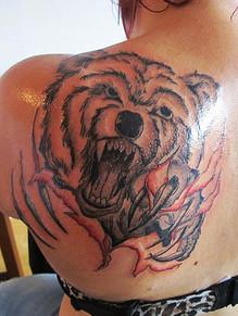 Bär Schulterblatt Tattoo