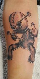 Voodoo Puppe Tattoo