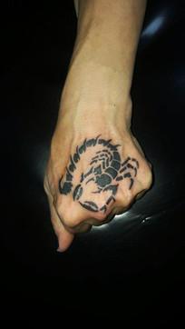 Skorpion Tattoo Hand