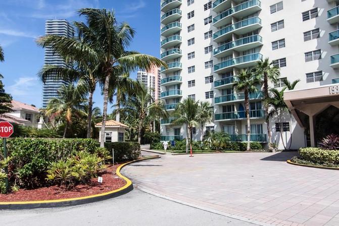 Ocean Front Sunny Isles - Destination Stays Miami FL