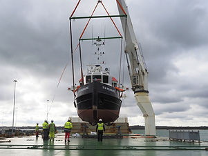 Heavy lift vessel for boat delivery services world wide