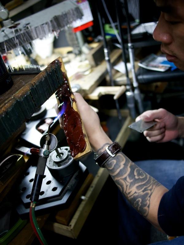 Preparing wax for stone inlay process