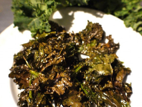 Photo of the Day + Recipe: Crispy Kale Chips!