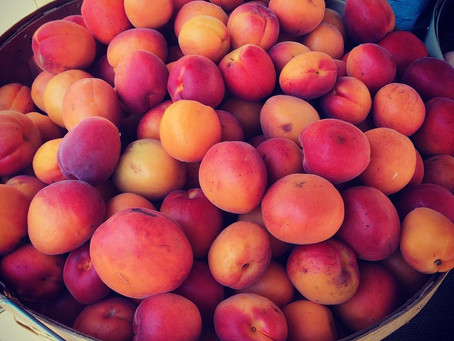 Weekend Market Picks August 15 & 16, 2015: Sweet Pretty Juicy Peaches