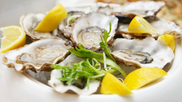 Saveurs de L'Ocean are bringing fresh oysters to the château