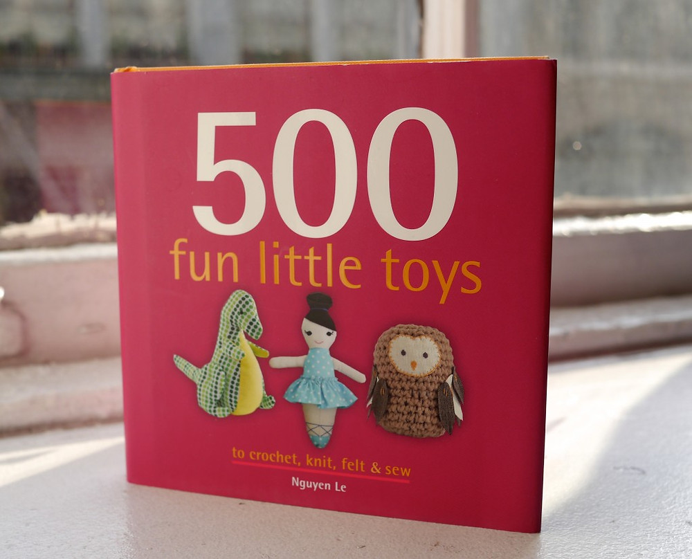 500 Fun Little Toys by Nguyen Le