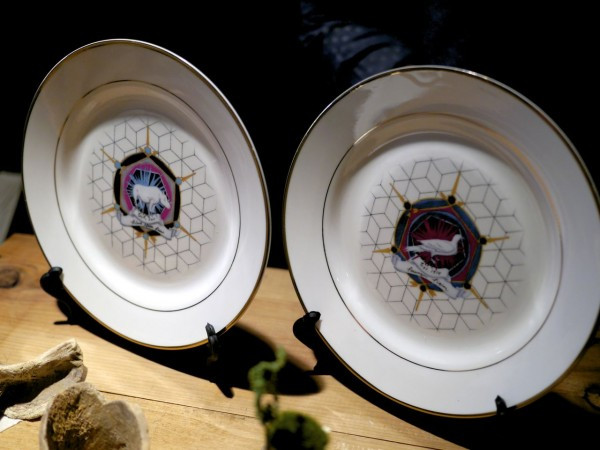 The Last Menagerei: These plates commemorate extinct animals - by Nicole Antebi
