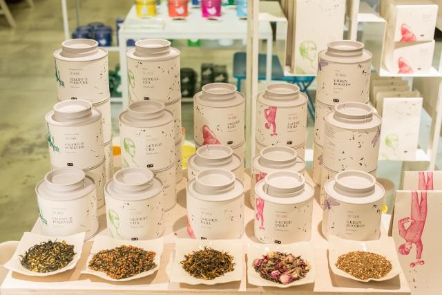 Enjoy lovely teas in breathtaking tins by Paper & Tea in Berlin