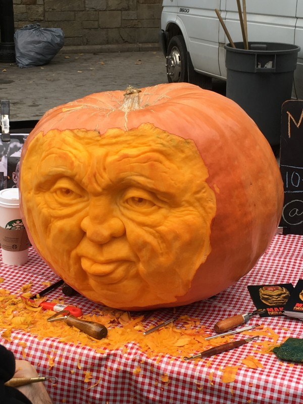 This amazing carving is by the Maniac Pumpkin Carvers!