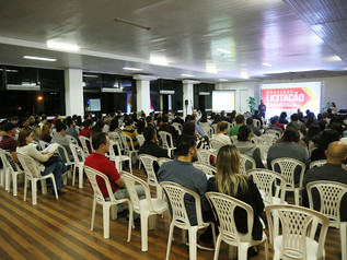 Workshop capacita empresas locais sobre licitações públicas
