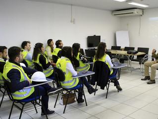 ACIM Jovem realiza almoço de negócios e visita Santos Brasil