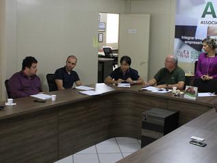 Questões de infraestrutura, desenvolvimento e meio ambiente são discutidas no Café com o Prefeito