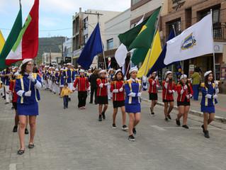 Dia do folclore é comemorado com desfile pelo Centro da cidade