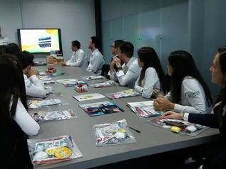 Jovens empreendedores realizam visita técnica na área industrial de Imbituba