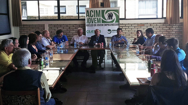 Almoço de Negócios destaca solução de problemas e gestão de pessoas