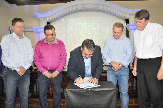 O presidente da Câmara de Vereadores Renato Figueiredo representou o Prefeito Rosenvaldo Júnior que, por compromissos profissionais, não pode estar presente na solenidade.