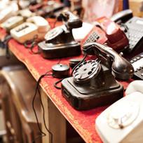 Old Telefone in einer Reihe