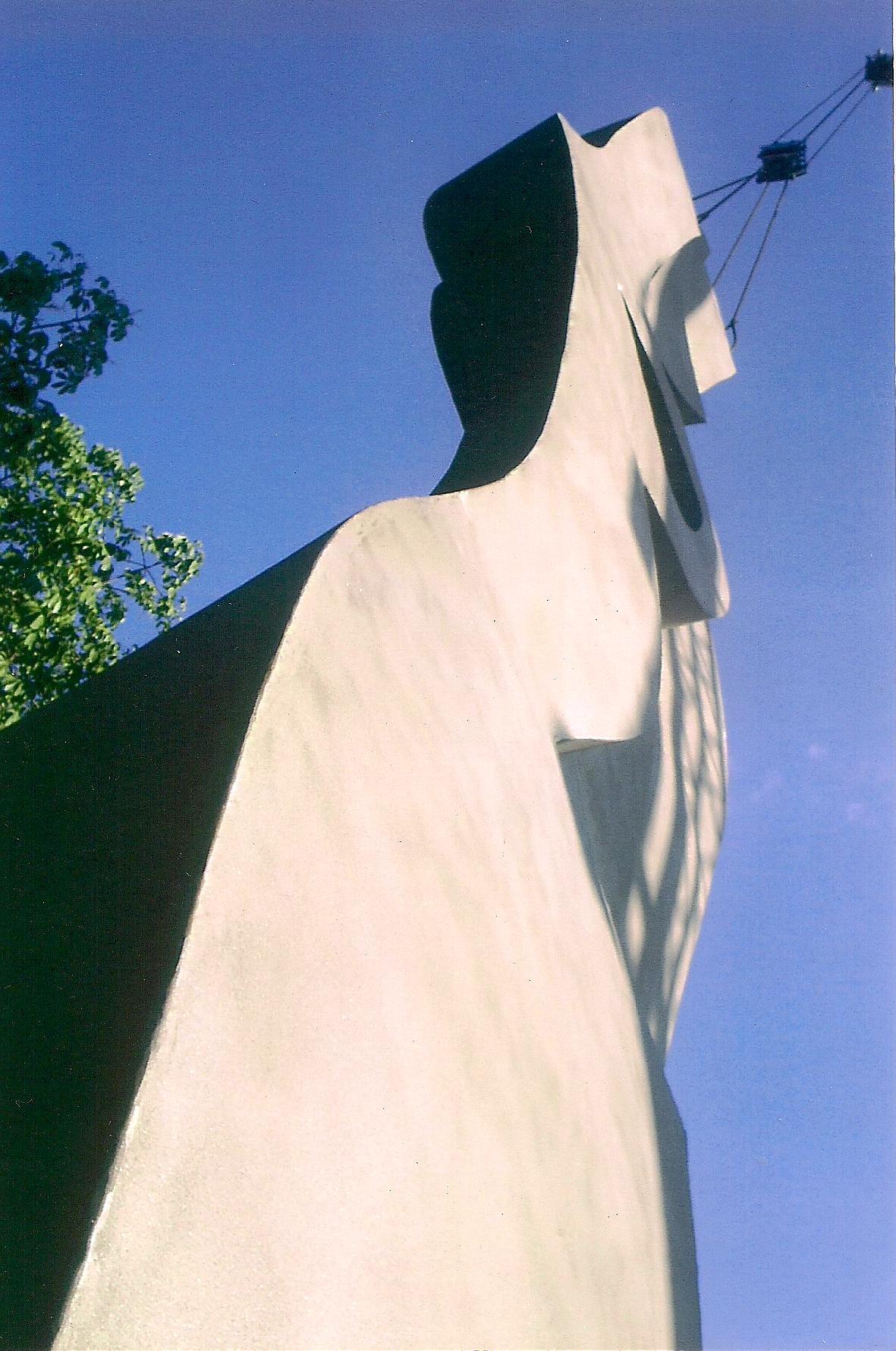 escultura hiroshi 4.png