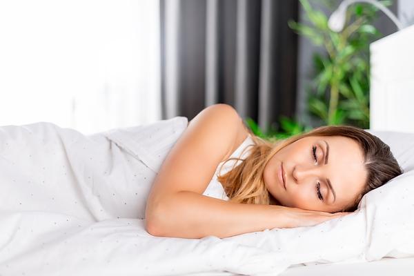 beautiful-woman-peacefully-sleeping-in-b