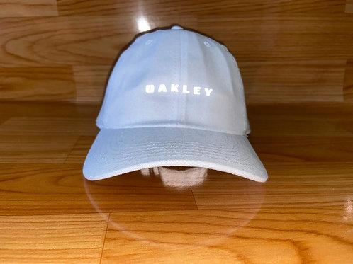 Boné Oakley refletivo 3 por R$ 100,00