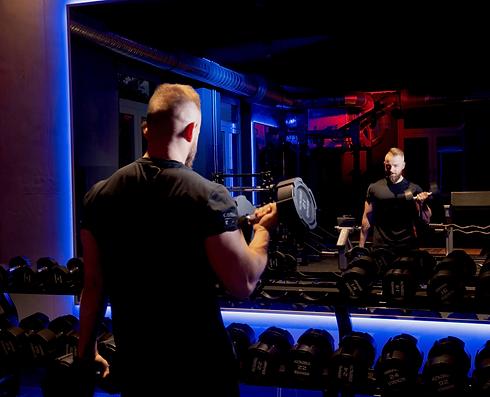 Training im Fitnessstudio Marvin.png