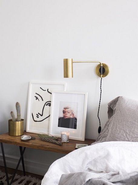 賃貸物件でも安心。壁に穴をあけずにアートポスターや額縁を飾る方法。