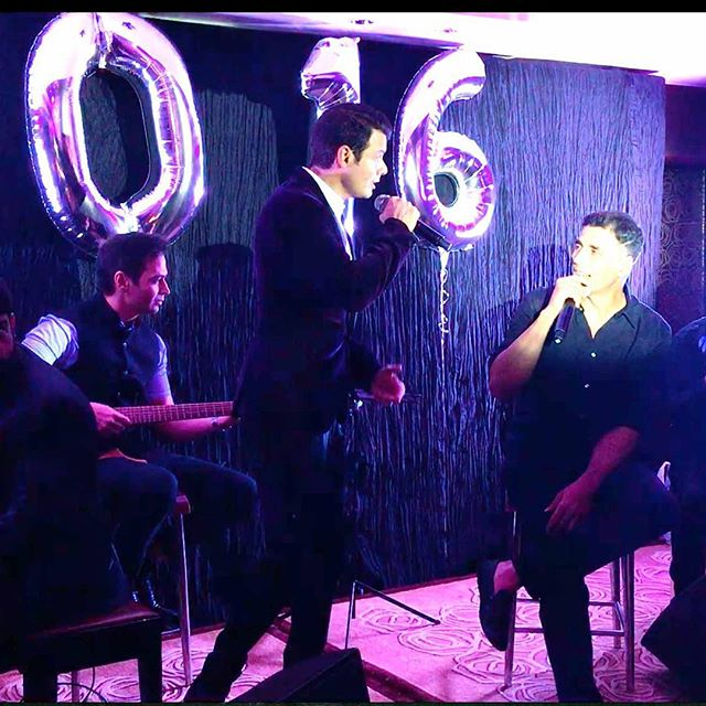 Akshay Kumar Jams up with our acoustic band on New Years Eve pre main event at Hong Kong
