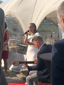 Sofia synger for sine gæster