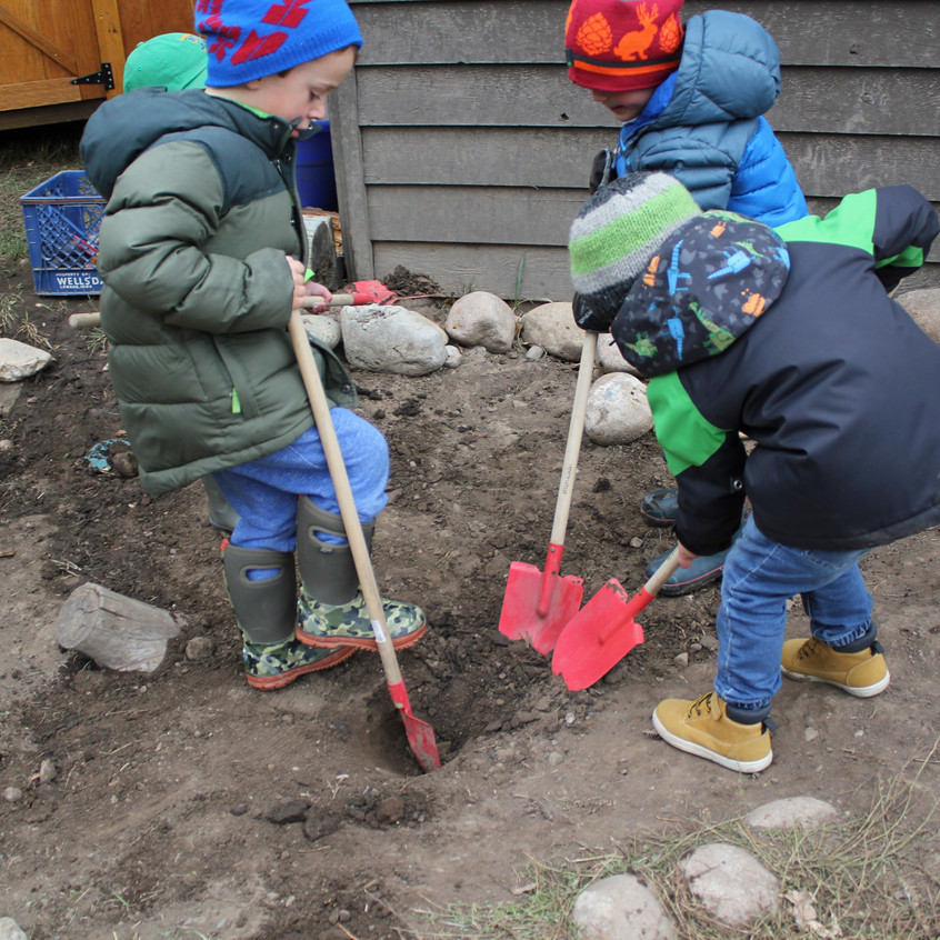 Digging for dinosaur bones & geodes
