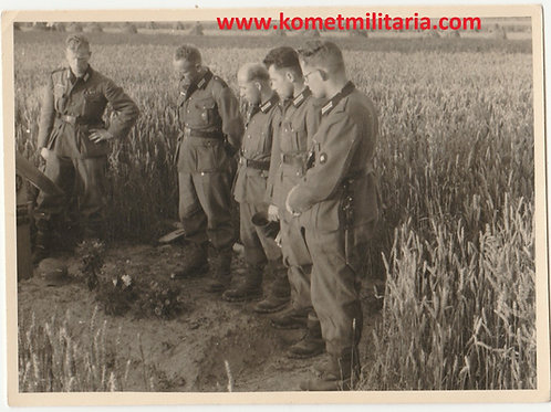 SS Grave picture with Wehrmacht soldiers